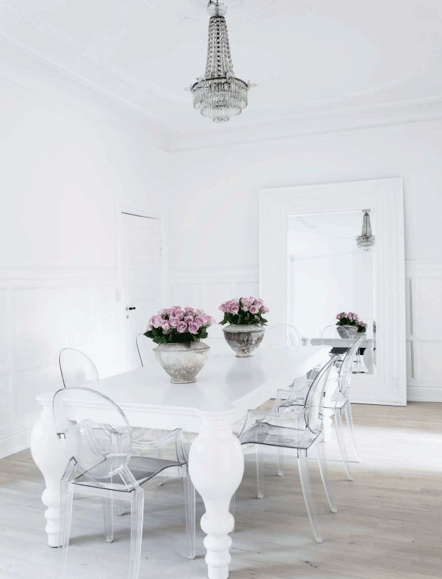 And by stories I mean that amazing black and white gallery wall and the  washed out. 25  best ideas about White Dining Rooms on Pinterest   Square