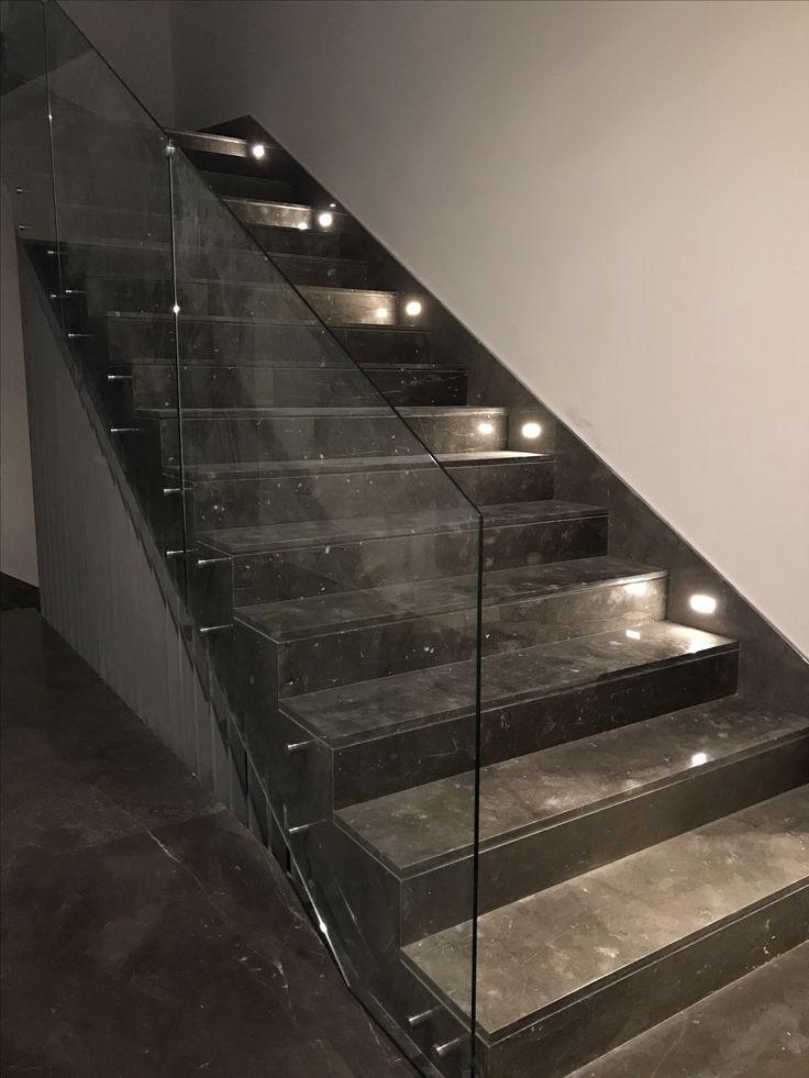 Marble floor and stairs. Escaleras de Piso Marmol santo Tomás, barandal de vidrio