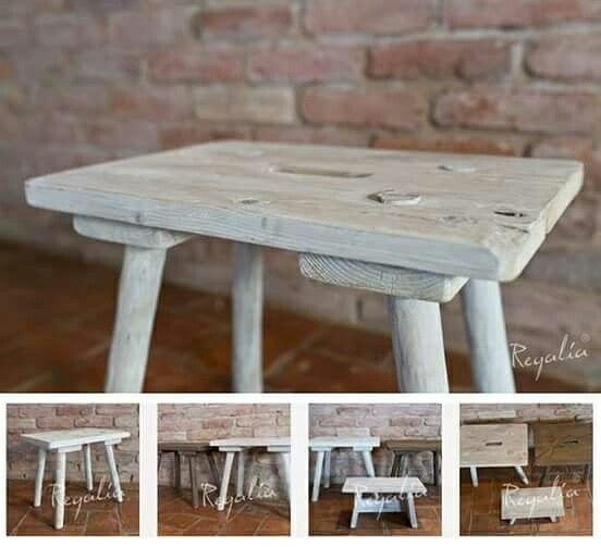 Wiejski stołek ze starego drewna rodem z wiejskiej chaty. Replika autentycznego, przedwojennego mebla.  #regaliapm #staredrewno #drewno #oldwood #stołek #wooden www.regalia.eu