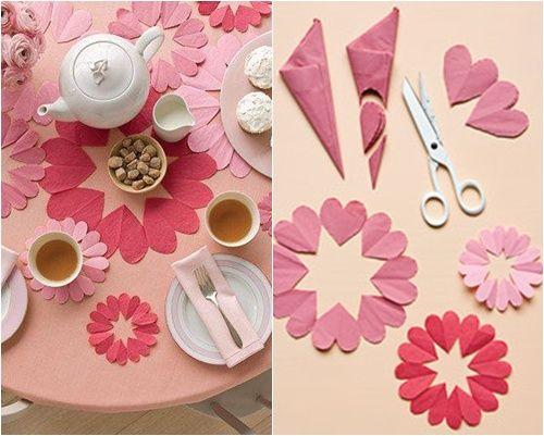 Corazones de papel hechos con tijeras decoraci n para - Como doblar servilletas de tela ...