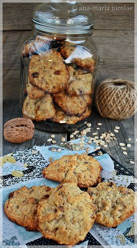 Ama in bucatarie: Cookies cu fulgi de ovaz, nuci si goji