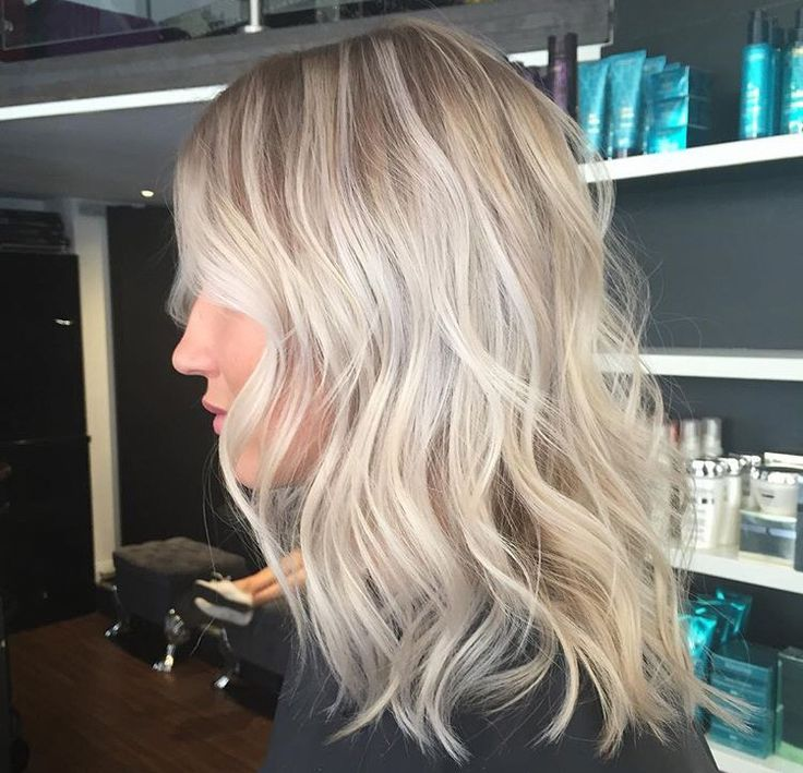 Snygg kall blond färg