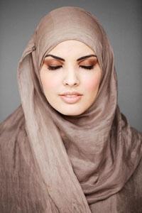 Berjilbab bukan lagi eksklusif saat ini, karena sebenarnya banyak manfaat yang kita peroleh dari memakai jilbab.