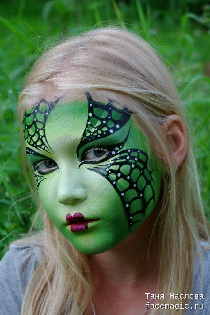 Green web. Face paint by Tanya Maslova.