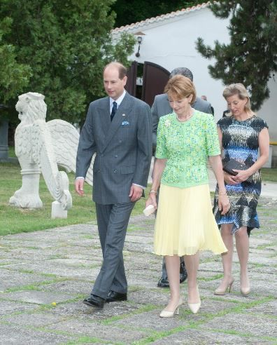 Noblesse & Royautés » Earl of Wessex, Princess Margareta of Romona and the Countess of Wessex during the Wessex's tour of Romania