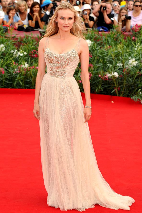 diane kruger makes me want to be german. or helen of troy. whatever - i want her wardrobe.