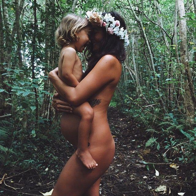 Boho pregnancy shoot @lyssieferguson and Mikala  flowers by @ocean_dreamerr