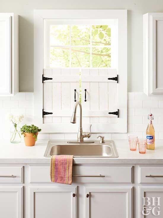 Machen Sie diese entzückenden Bauernhaus-Küchen-Fensterläden