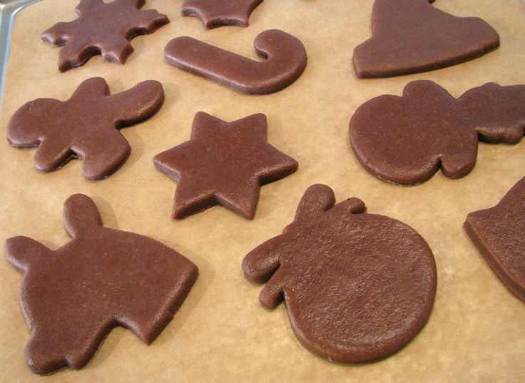 Baking christmas gingerbreads