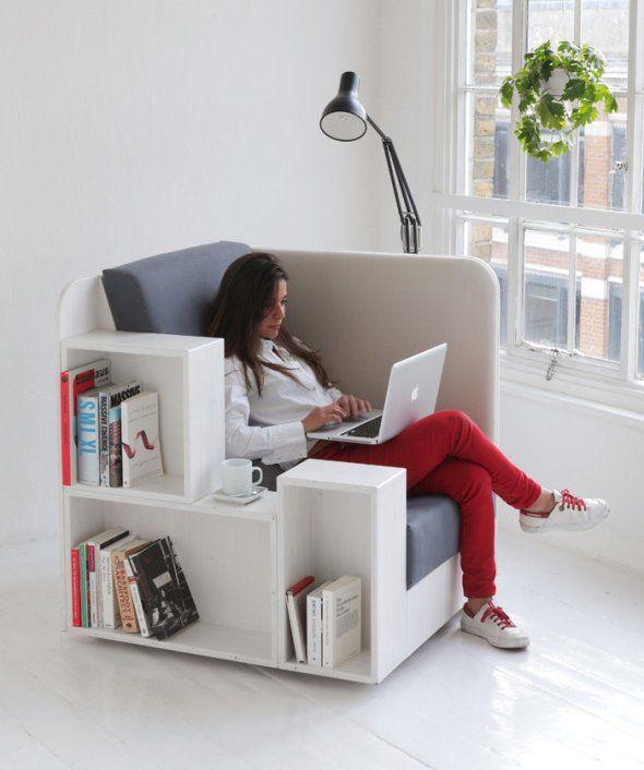 OpenBook par TILT  Le studio de design anglais TILT et oui encore lui, réalise l'OpenBook, un meuble 2 en1: fauteuil et petite bibliothèque. C'est un espace de lecture confortable, entièrement tapissé à l'intérieur, pour un moment de lecture intime.  Il incorpore de chaque côté des rangements différents, l'un est muni de zones de rangement pour des livres tandis que l'autre est plus adapté pour poser des magazines ou des journaux.