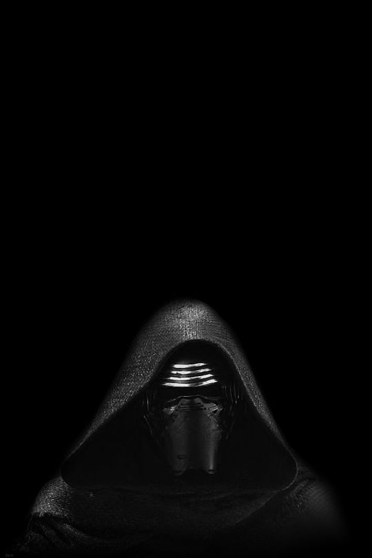 In amidst the fighting and smoke, Kylo loomed into the battlefield in his full black armour with his helmet looking menacing as ever.
