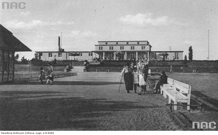 Pocztówka przedstawiająca Halę Plażową w dzielnicy Heubude (obecnie Stogi).