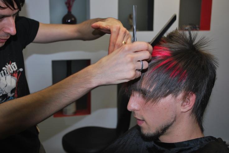 Frizi Hajstudional Férfi, Női frizurák , valamint alkalmi feltűzések, kontyok készítését vállaljuk. Programálás: Nöi 0747-162 690 Férfi0747-106 257,Manikür Pedikür;0745-383 204