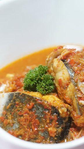 Lembutnya ikan yang dimasak dengan Asam Kandis dalam bumbu Asam Padeh, akan membuat nafsu makanmu bertambah!