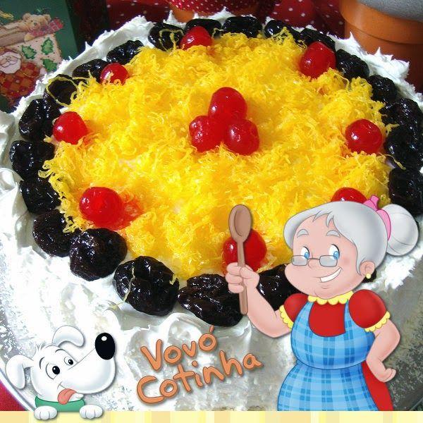 Olá meus queridos netinhos, fiz o Bolo de Frutas de Festa .    Receita no link: http://www.maurorebelo.com.br/2012/04/bolo-de-frutas-d...