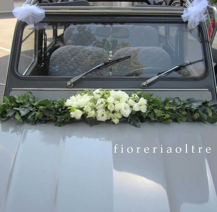 Fioreria Oltre/ Wedding car decoration/ Freesias, lisianthus, spray roses, ivy