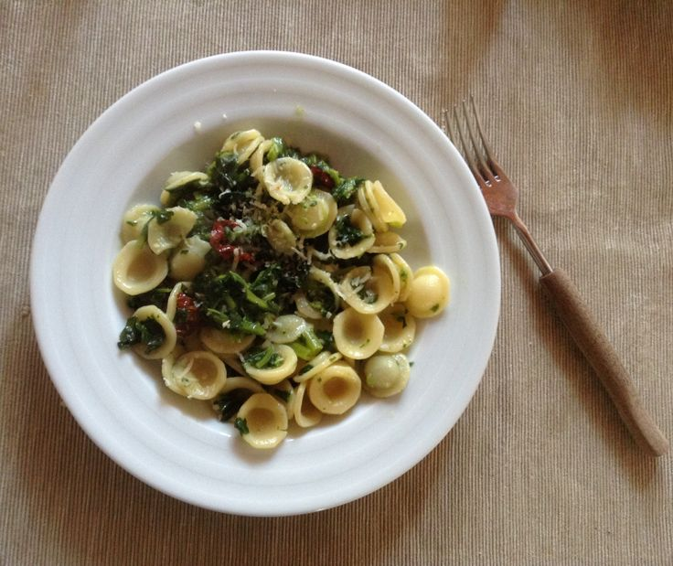 Springtime lunch: orecchiette with turnip greens