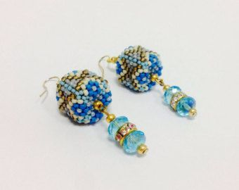 Blue seed beaded cubic earrings от ItsMyBijouProject на Etsy
