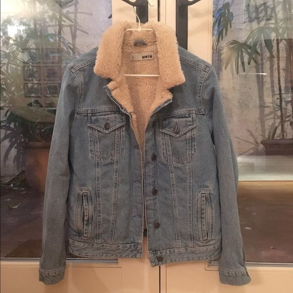 Topshop Denim Jacket Topshop Moto denim jacket with faux shearling/Borg lining. Barely worn. Cute 70s vibes and really warm Topshop Jackets & Coats Jean Jackets