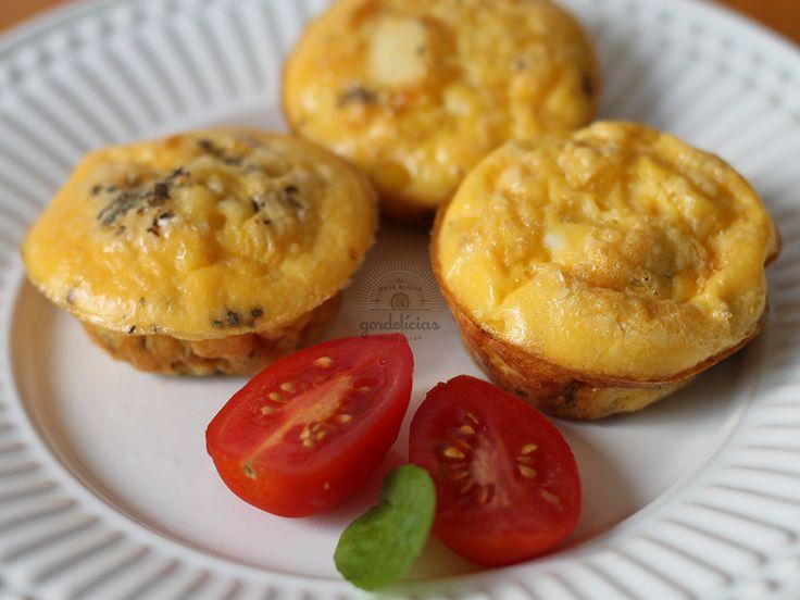 Mini Omeletes de Forno. Receita rápida e saudável, completinha em http://gordelicias.biz.