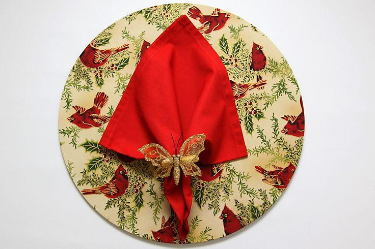 Conjunto de Sousplat em MDF capa de tecido mais guardanapo e anel de borboleta dourada
