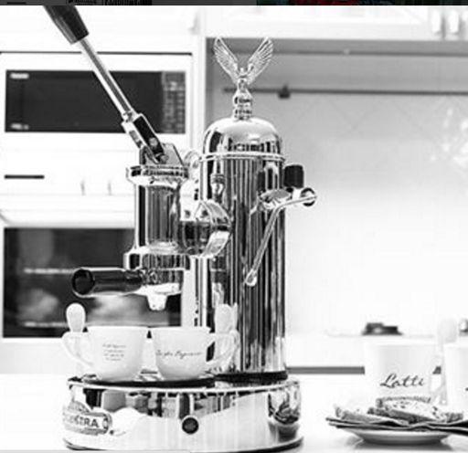 ¿Cómo conseguir un auténtico espresso en tu hogar? No tendrás que viajar a Italia ¡lo tendrás gracias a #Elektra!  La elegancia en una pieza de #decoración y #lujo  #coffetime #coffe #coffelovers #Elektra #LussoProdec @Elektra_Coffe