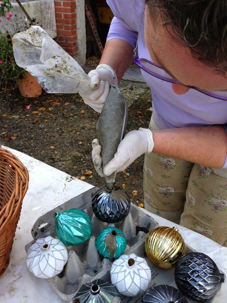 Mrs. Pedersen's garden: DIY Concrete Christmas balls.