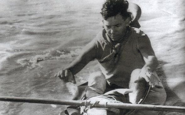 nice Dr. Ian Player remembered with epic canoe trip Following the death on Sunday of Dr Ian Player, the Dusi Canoe Marathon's pioneer who first journeyed by canoe from Pietermaritzburg to Durban in 1951, this year's 14th Canvas Duzi canoe marathon has gained special interest. http://www.sapromo.com/dr-ian-player-remembered-with-epic-canoe-trip/6132