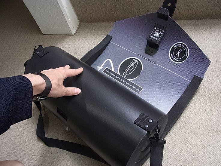 スーツを丸めてコンパクトに持ち運べる新発想のガーメントバッグ『ROLLER Essential』 @DIME アットダイム