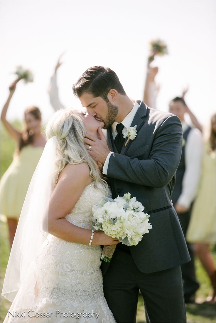 Seattle Wedding | Nikki Closser Photography | First Kiss | Wedding Party Photos