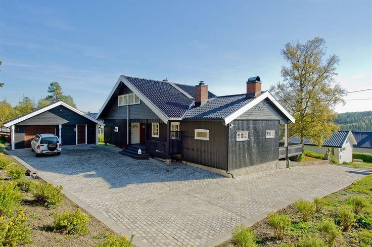 FINN – Bybrua - Enebolig med flott utsikt, solrikt med stor terrasse. Godt vedlikeholdt og med tre soverom.