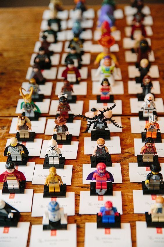 How cute are these seating cards?! These lego figures make perfect favours   too. Image:Pinterest