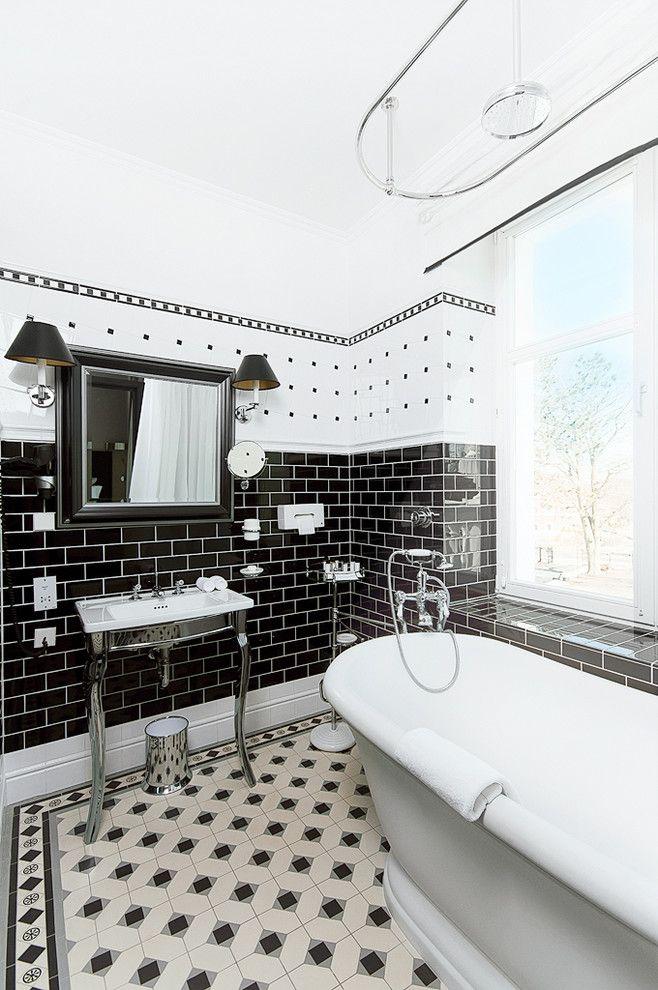 Угловой карниз для ванны: особенности выбора и 75+ функциональных и стильных решений http://happymodern.ru/karniz-dlya-uglovoj-vanny-foto/ Овальный карниз для шторы в интерьере ванной скандинавского стиля