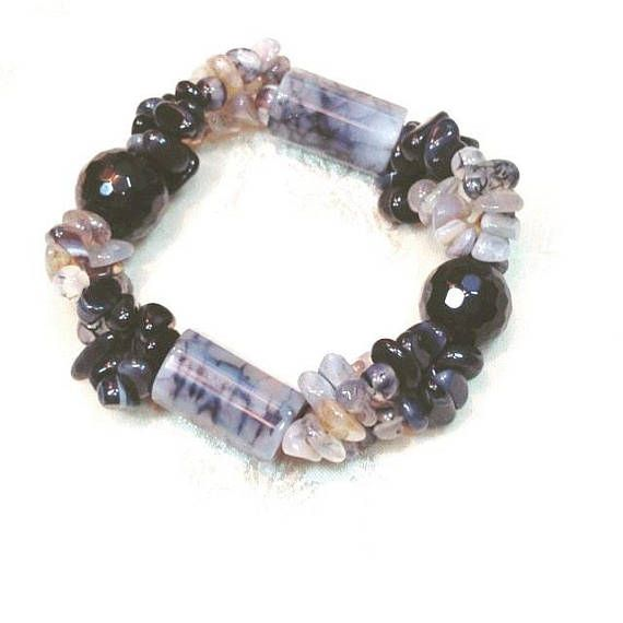 This comfortable and comforting stretch bracelet offers 150CT I have natural agate beauty. A great gift. About agate. Agate is known as an excellent stone for rebalancing and harmonizing body, mind and spirit. It cleanses and stabilizes the aura, eliminating negativity. Agate is