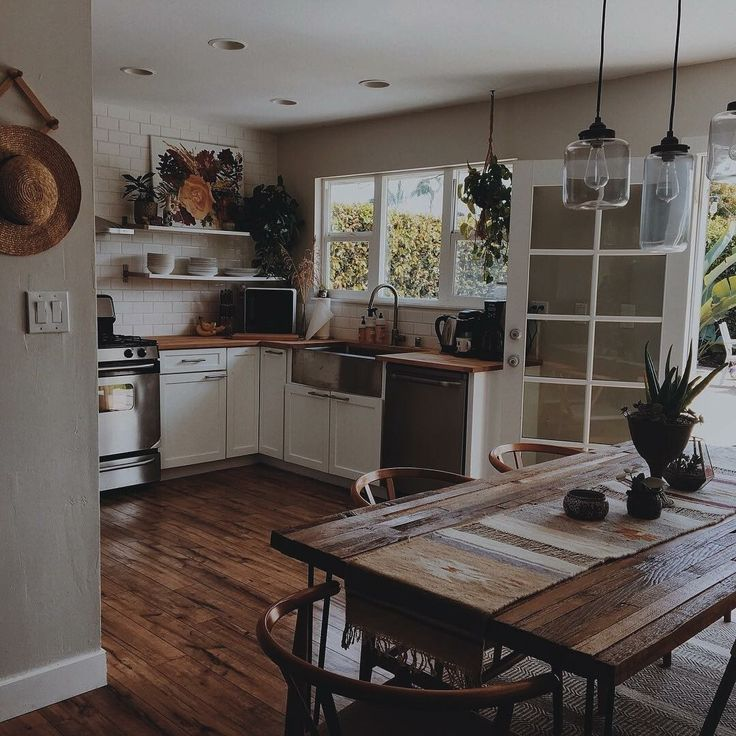 Rustic Kitchen Table Lights: Love The Solid Wood Table And Hanging Pendant Lights