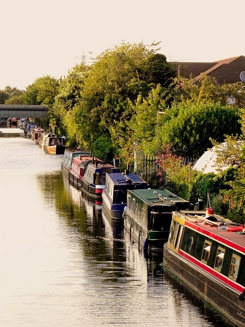 Typical scene on Grand Union Canal, in Uxbridge. See full route http://www.whitebearebikes.com/riders/favourite-london-routes/