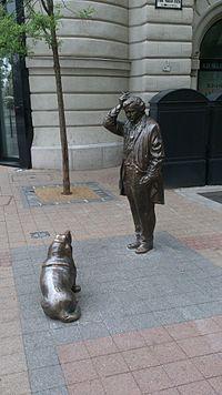 Peter Falk als Columbo mit seinem Hund. Denkmal in Budapest, Ungarn.