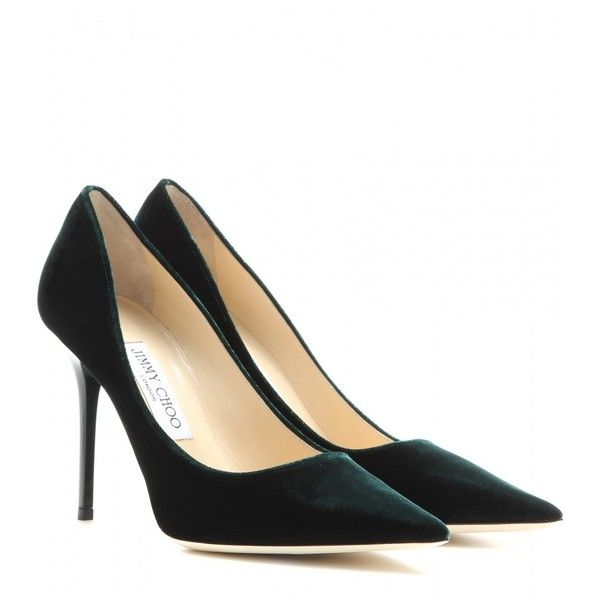 Jimmy Choo Abel Velvet Pumps (3 960 SEK) ❤ liked on Polyvore featuring shoes, pumps, green, jimmy choo pumps, green pumps, green velvet shoes, jimmy choo shoes and velvet shoes