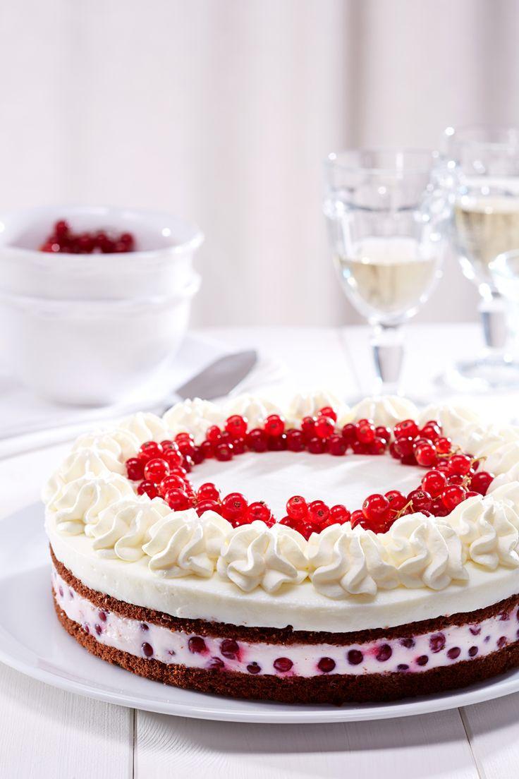 Erfrischende Johannisbeer-Kefir-Torte - Eine sommerliche Torte mit Johannisbeeren und feiner Zitronennote
