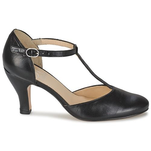 We can't go without our Timur heels from Betty London! This design features a trendy black colour and a leather upper. Comfort is guaranteed with its synthetic outer sole.  For young fashionistas, its the ideal pair of heels!  - Colour : Black - Shoes Women 80,00 €