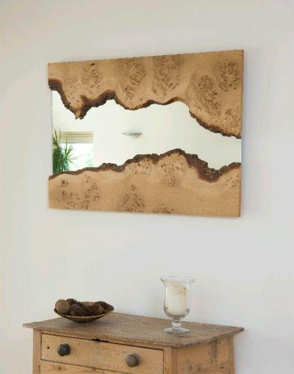 Wandspiegel mit Holzrahmen lassen die Natur in den Raum herein kommen