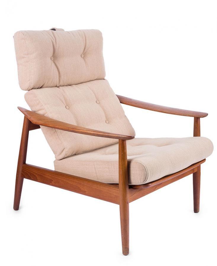 Fotel model FD 164 proj. Arne Vodder, France & Son, Dania, l. 1955-1960 możliwość regulacji oparcia – trzy stopnie nachylenia; drewno tekowe, obicie z tkaniny; wys. 96 cm, szer. 75 cm Estymacja: 1 500 - 2 000 zł
