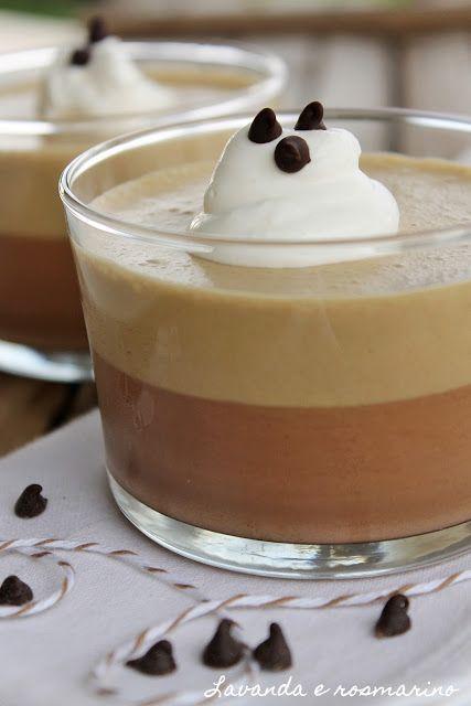 Bavarese al caffè e cioccolato - INGREDIENTI per 4-6 coppette - 100 gr di cioccolato fondente - 320 ml di panna da montare - 120 ml di latte - 6 gr di gelatina in fogli - 4 tuorli - 70 ml di caffè ristretto - 5 cucchiai di zucchero - un cucchiaio di zucchero a velo