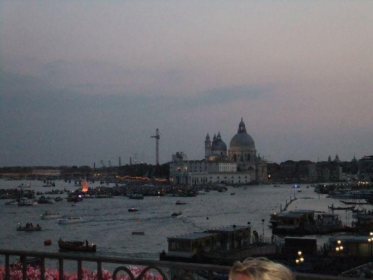 Santa Maria della Salute è nello scuro /  is in the dark. (16 luglio 2011)
