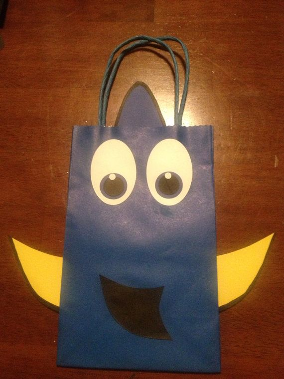These bags were inspired by the movie Finding Nemo. They are sold in sets of 6 (Custom listings are available upon request) and are not made until you