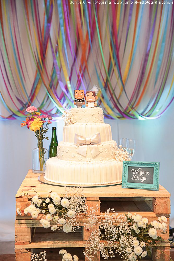 O segredo na hora de pensar na decoração é escolher um estilo que seja a cara dos noivos. Decoração de casamento colorida, rústica e cheia de estilo. | The secret's time to think about decorating is to choose a style that is the face of the bride and groom. Wedding decoration colorful, rustic and stylish.