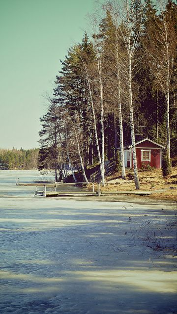 Frozen shore with traditional Finnish sauna. #frozen #forest #finland #lake #lakeside #north #scandinavia #sauna
