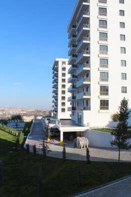 Проект состоит из трех зданий включает квартиры 2+1, 3+1. Имеется охрана, паркинг, открытый бассейн, баскетбольная площадка, детская игровая площадка.