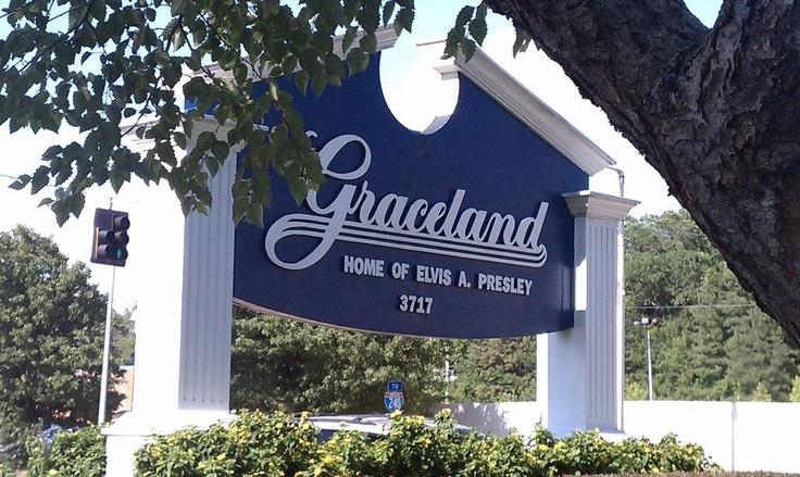 Graceland.Places Ives, Graceland Check, Favorite Places, Bonnie Summer, Memphis Nashville Tennesse, Crosses Country, Travel, Elvis Presley, Summer 2011