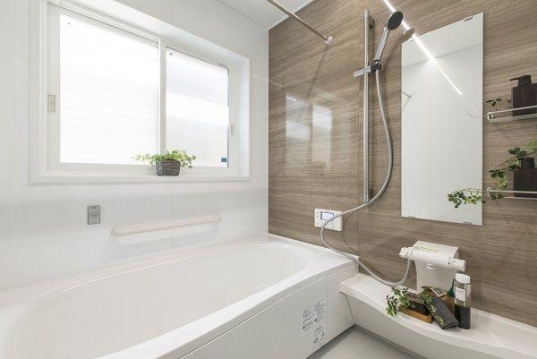 光と風と緑が包む 上質とくらす家 コーワの家写真集 注文住宅 石川県金沢市 2020 浴室 窓 バスルーム 家